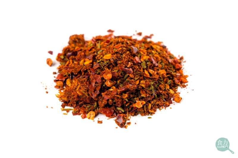 肯瓊香料用處多元,除了醃製肉類、燒烤海鮮,也可拌進義大利麵,或沾薯條食用(圖/食力foodNEXT)