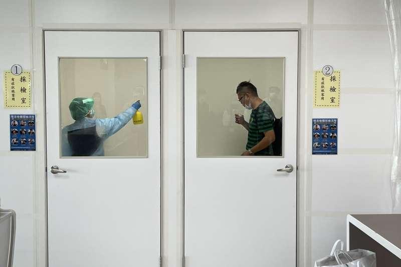我國加強邊境管制,入境旅客2日起須接受PCR採檢。(民航局提供)
