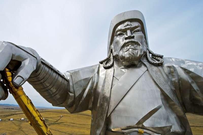 成吉思汗開創了蒙古帝國的霸業,他的死因至今眾說紛紜,墜馬、中毒箭、被毒殺等推測都有。不過,有國外學者依據現代醫學推敲出最可能的死因。(圖/Gunter Fischer/Getty Images/*CUP提供)