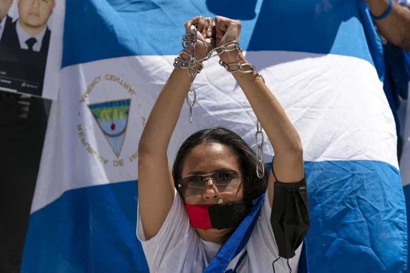 2021年6月,尼加拉瓜民眾向美洲國家組織(OAS)抗議奧德嘉總統倒行逆施(AP)