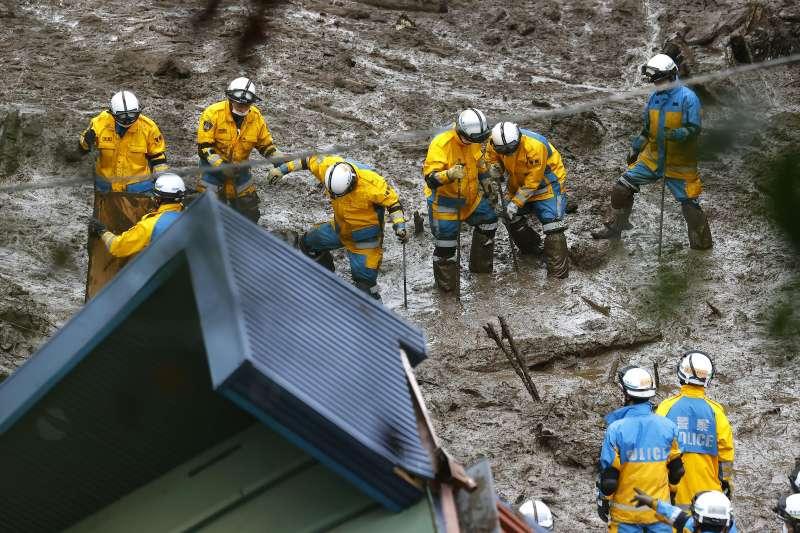 2021年7月,日本靜岡縣熱海市伊豆山近日發生大規模土石流災害。(資料照,美聯社)