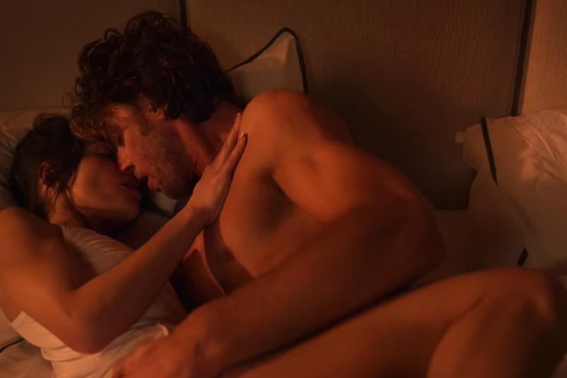 Netflix限制級影集《性/生活》近來躍升排行榜冠軍,劇中「第3集20分鐘」更掀起網友熱烈討論。(圖/翻攝自Netflix)