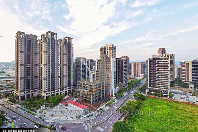 「遠雄國匯」為遠東集團自建自售,規劃204戶、55至57坪的換屋型產品。對比銷況可知,多年來該案僅售出約51%。(圖/住展房屋網提供)