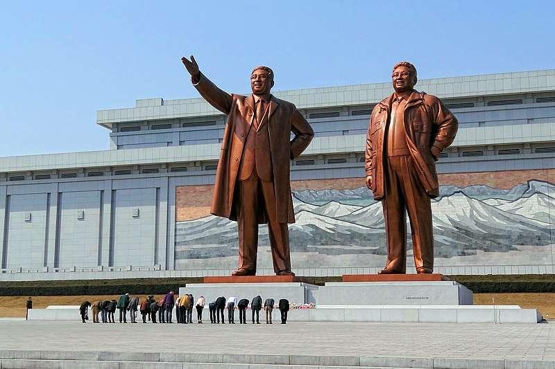 韓戰以後,北韓透過鋪天蓋地的宣傳手法,一躍成為旅日朝鮮人的移民天堂。然而,滿心期待的移民到了當地,卻只見到民不聊生的慘狀。(圖/取自Wikipedia)