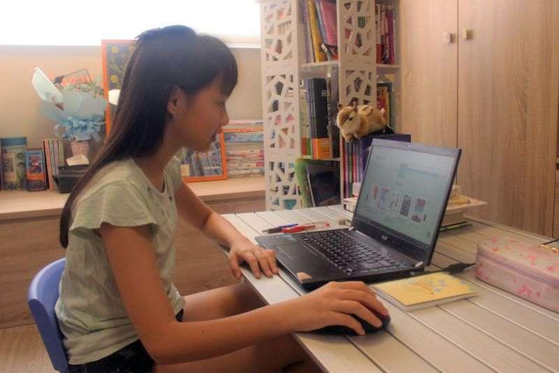 新北市立圖書館於新北E書房推出「悅讀一夏好書e起讀」創意閱讀大賽。(圖/新北市立圖書館提供)