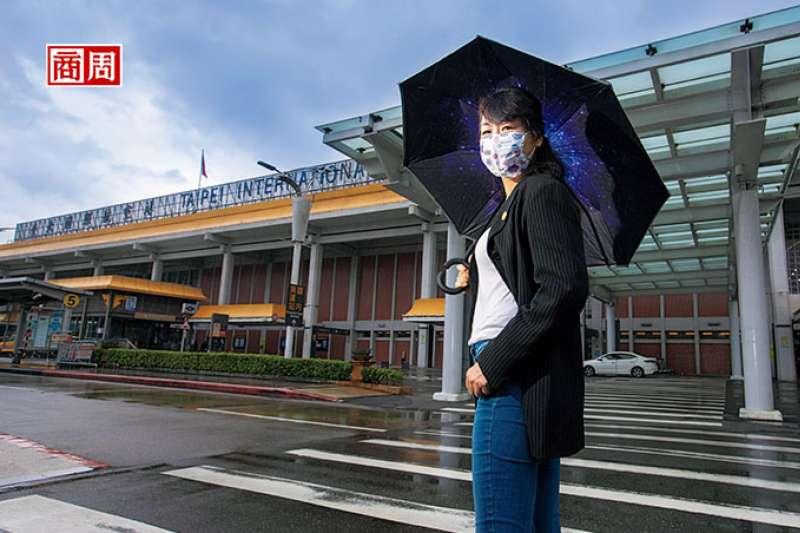陳蓓蓓在機師界寫下許多歷史:華航第一批女機師、2003年台北飛上海包機首航的正機師、也是2019年台灣首度機師罷工的核心人物。 (圖/商業周刊提供)