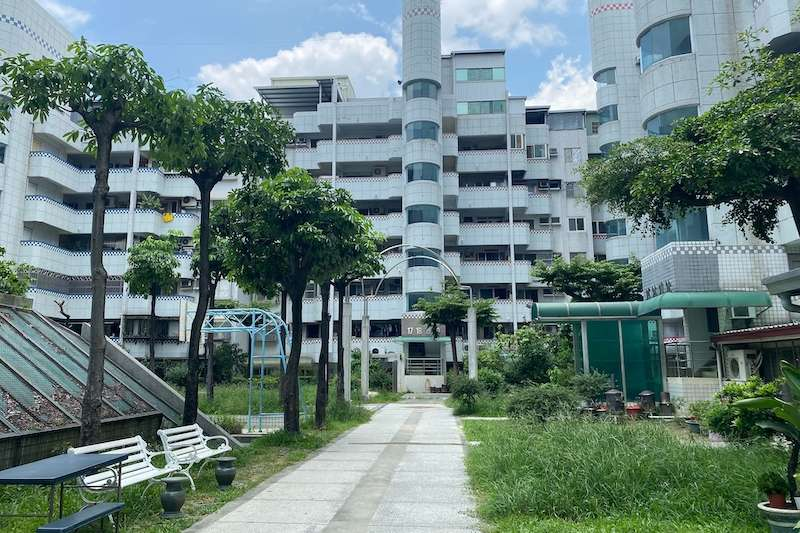 為協助社區正常運作,台中市政府住宅發展工程處在疫情期間,透過輕鬆有趣的影片提供指引及建議作法,讓社區自治不停擺。(圖/記者王秀禾攝)