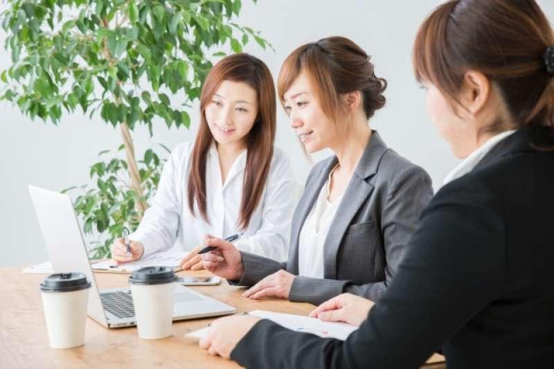 職涯規劃時該留下還是離開公司?過來人建議放下不適合的、才能找到對的。(圖 / 取自PhotoAC)