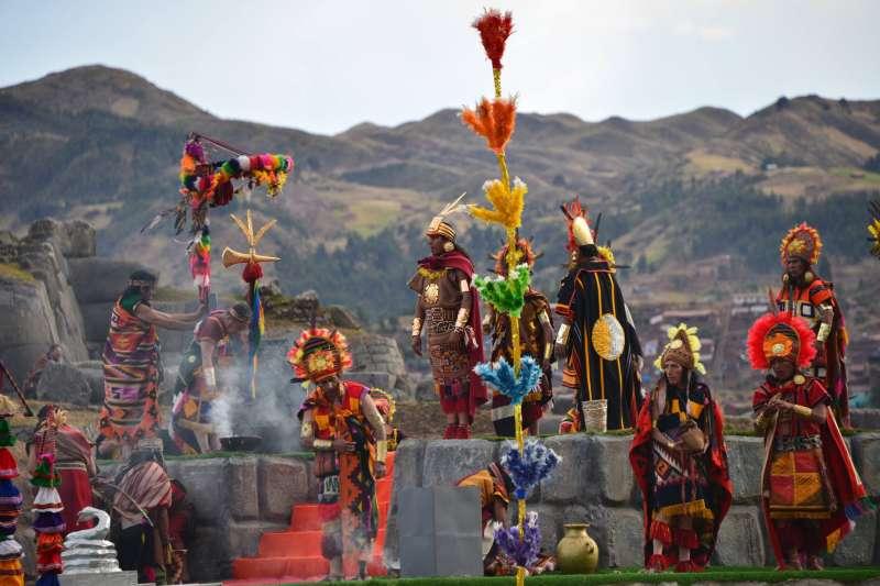 秘魯太陽祭為慶祝冬至的活動,在古時,會將青春期前的兒童作為活祭品。曾經在當地掘出的獻祭兒童遺體,身上滿戴金銀飾品。(資料照,取自百夫長旅行社臉書)