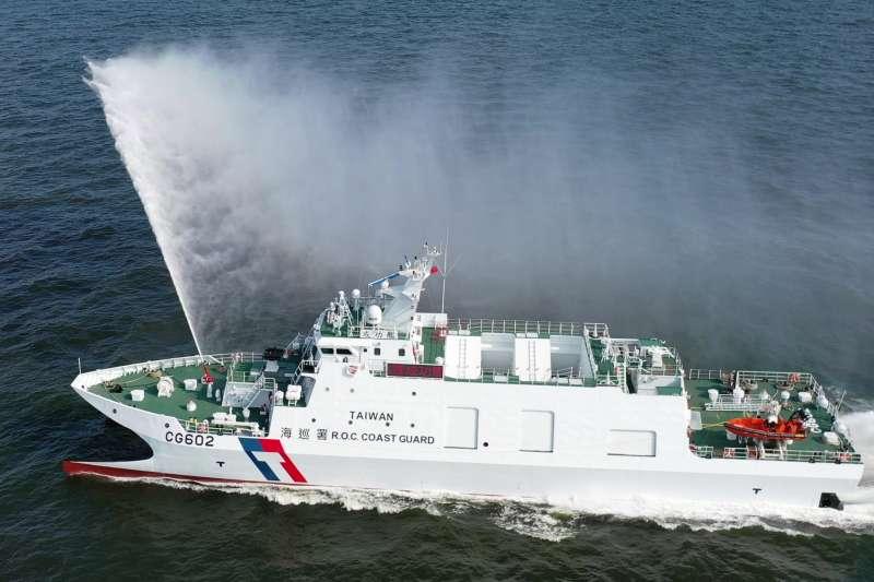 20210709-備受矚目的安平級巡防艦日前已完成第二艘交船,以「成功」二字命名;該艦常態武裝包括高壓水槍、20機砲遙控砲塔、「鎮海火箭彈」等,足以應付日常執法需求。(取自海巡署網站)