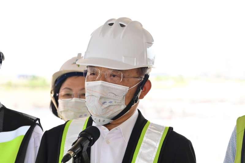 行政院長蘇貞昌11日上午視察桃園國際機場第三航站區主體航廈土建工程。(行政院提供)