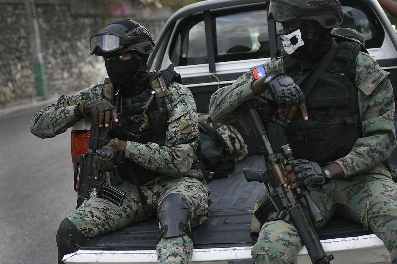 2021年7月,海地總統摩依士遇刺身亡,全國陷入混亂(AP)