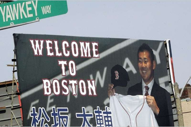 波士頓當年以重金簽進松坂大輔,並且大肆宣傳這位日本平成世代代表性強投的加盟。(美聯社)