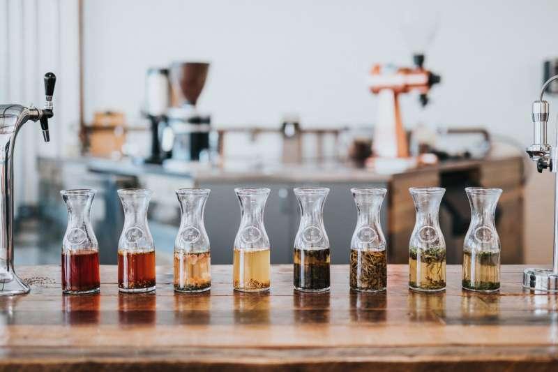 茶的「餐搭」是門藝術,不同風味的茶適合不同的食材(圖 / Nathan Dumlao@Unsplash)