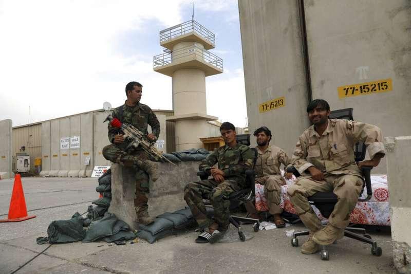 美軍撤離阿富汗後,阿富汗的政府軍完全無法抵擋神學士的進攻。圖為阿富汗的安全部隊。(資料照,美聯社)