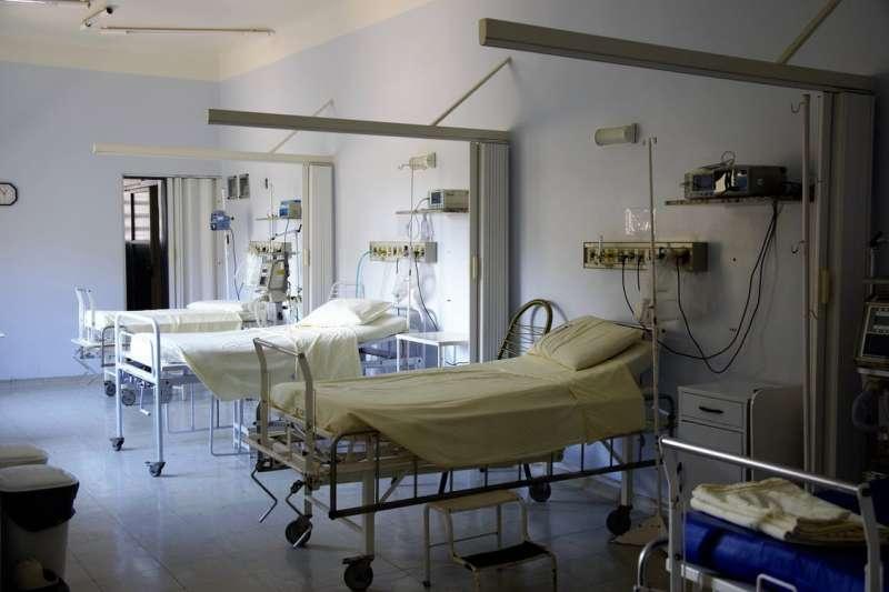 對於台灣疫情所造成的高死亡率,蘇一峰醫師在臉書說明,並點出關鍵原因。(示意圖 / 取自Pexels)