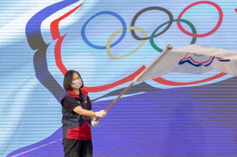 《中廣》董事長趙少康呼籲,請總統蔡英文(見圖)不要再蹭選手謀取個人及政黨利益,體育改革說到做到。(資料照,總統府提供)