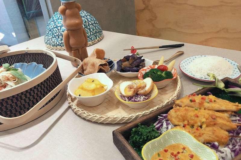 多道不同風味的料理,擁有放鬆的泰式時光,坐在餐桌上好好享受美食。(圖/業者提供)