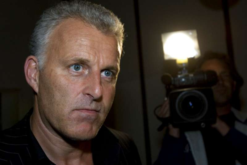 64歲荷蘭知名記者彼得‧德弗里斯,一周前在阿姆斯特丹市中心遭遇槍擊後生命垂危,7月15日離開人世。(AP)