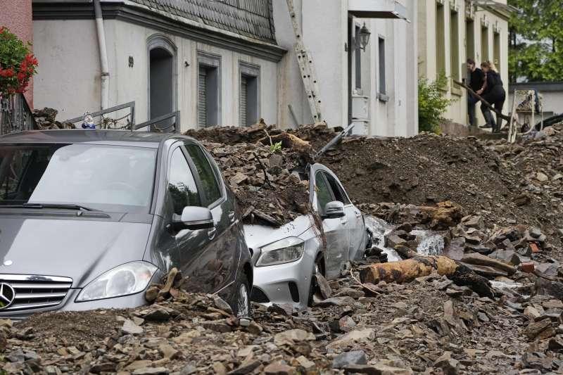 近日歐洲西部的連日暴雨導致了毀滅性大洪水,德國災情最嚴重(AP)