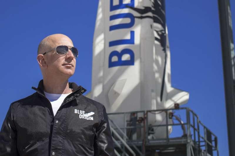 藍源公司創辦人貝佐斯今(27)日在表示,他願意斥資20億美元(新台幣560億元)換取與NASA簽訂合約。(圖/取自Blue Origin官網)