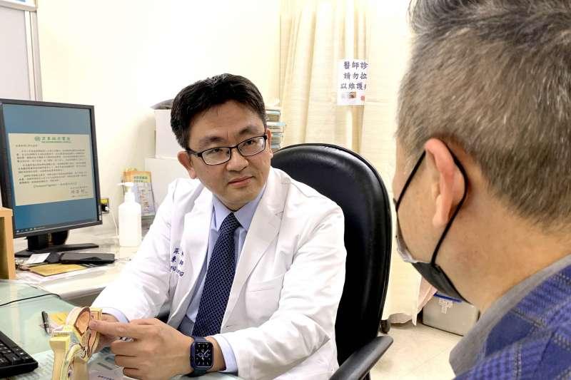 鍾旭東主任認為針對轉移性攝護腺癌病患的治療方式,除了常見的化療外,還有荷爾蒙治療及放射性同位素治療,依照患者身體狀況客製規劃。