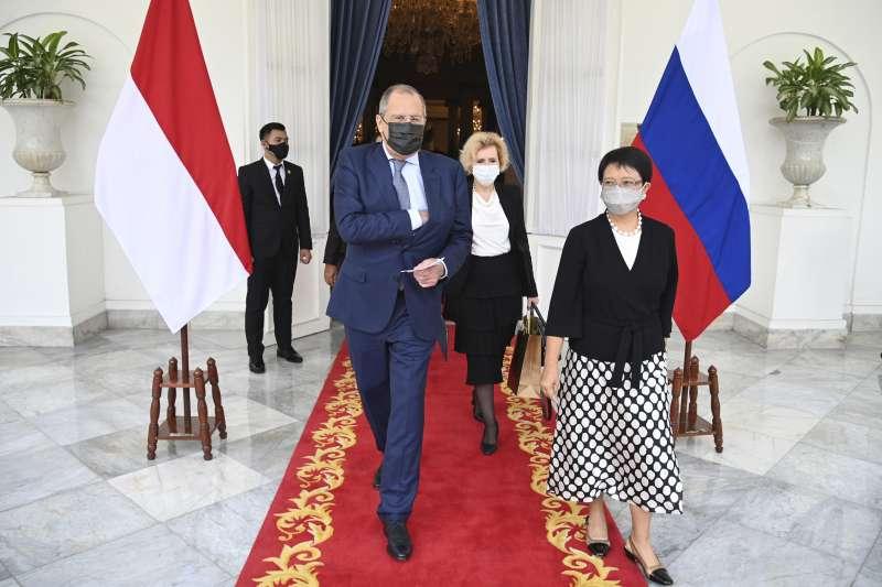 2021年7月6日,俄羅斯外長拉夫羅夫和印尼外長馬蘇迪會面(AP)