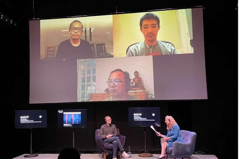 瑞士虛擬科技研究機構總監Laetitia Bochud與法國電影製作人Francois Klein現場與台灣導演黃心健、徐漢強、蘇盈馨線上座談。(方常均攝)