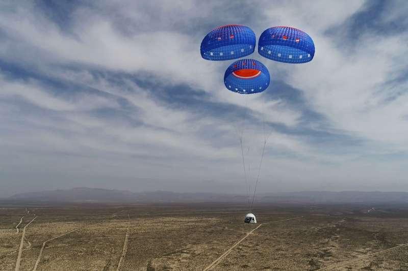 貝佐斯將率領藍源新謝帕德號太空船的首次載人飛行。(AP)
