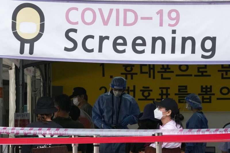 南韓的新冠病毒篩檢站。(美聯社)
