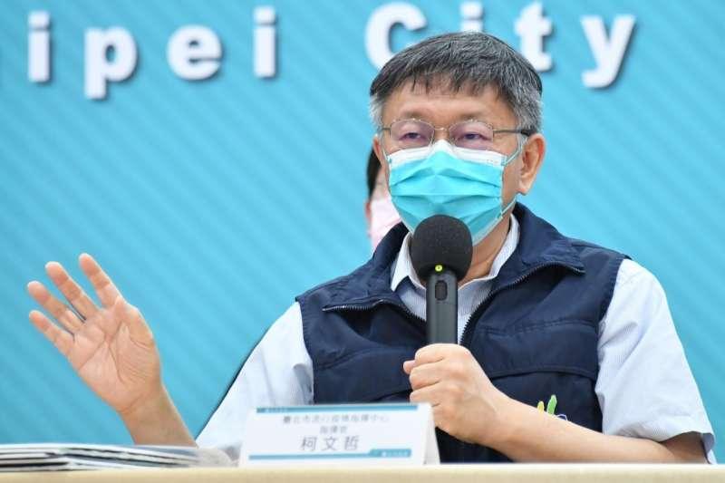台北市長柯文哲接受媒體人黃光芹訪問,談高端疫苗通過EUA。(資料照片,北市府提供)