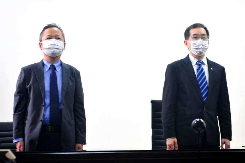 台鐵新購EMU3000新城際列車於21日在日本日立製作所舉行祈願儀式,副局長馮輝昇(右)以視訊方式參與。(台鐵局提供)