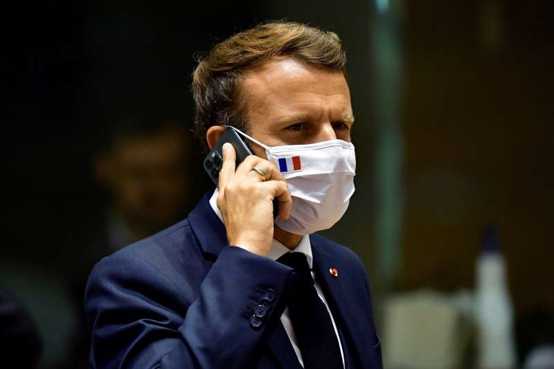 逾80名跨國記者共同調查以色列「NSO集團」開發的間諜軟體「飛馬座」,並揭露包含法國總統馬克宏在內的眾多政治人物也可能遭到監控。(AP)