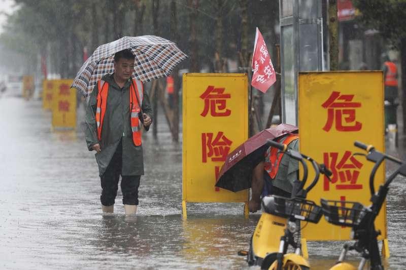 極端氣候、極端天氣、洪水。中國河南省7月20日因暴雨成災。(AP)
