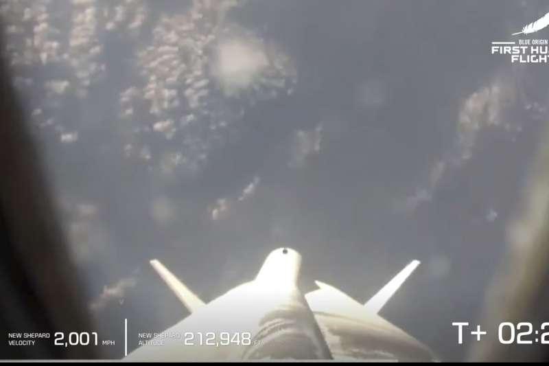 2021年7月20日,全球首富貝佐斯搭乘太空船上太空(AP)