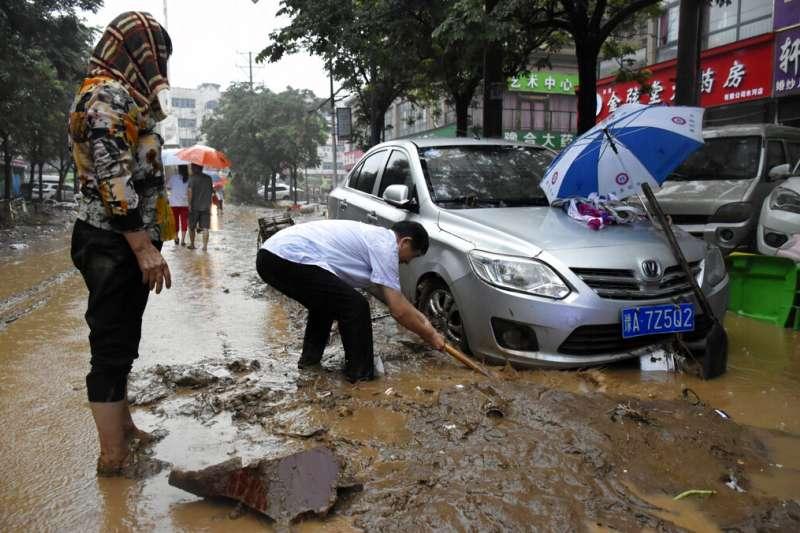 2021年7月21日,中國河南省鄭州一帶遭受洪水侵襲。 (美聯社)