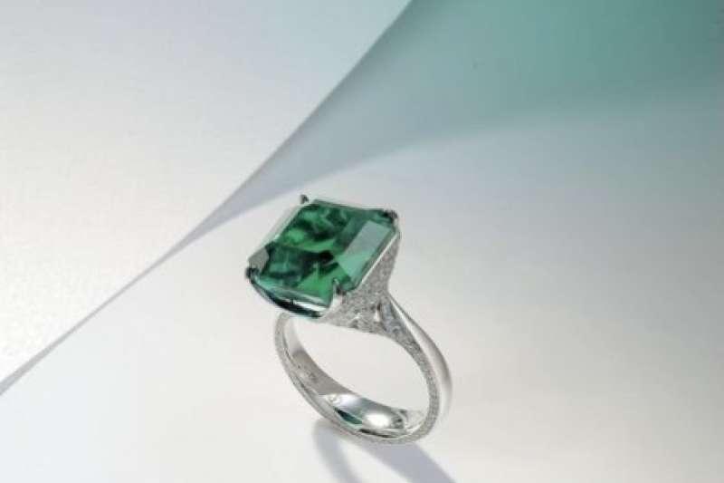 穆索(Muzo) 生產出的祖母綠色彩鮮豔、品質極高。(圖/取自羅芙奧)