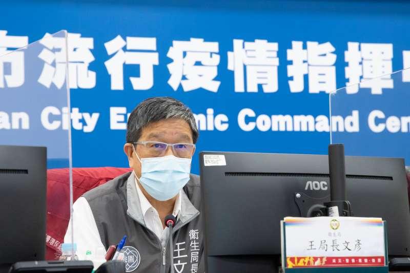 桃園市衛生局長王文彥出席防疫記者會。(桃園市政府提供)