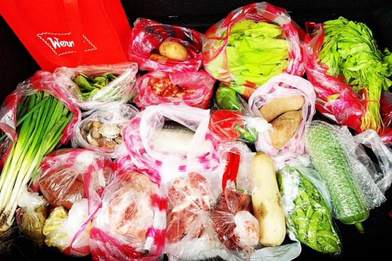 有網友分享採買一星期分量食材,有肉類、菜類、魚類等,總計卻僅花了870元,精算程度讓大家佩服。(圖/取自家常菜臉書社團)