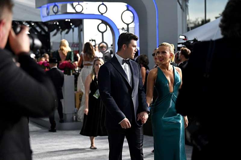 聽到明星結婚、分手的新聞,人們總會異常失落或者高興,心理專家分析了人們沉迷於明星感情生活的關鍵原因。(圖/Getty Images/*CUP提供)