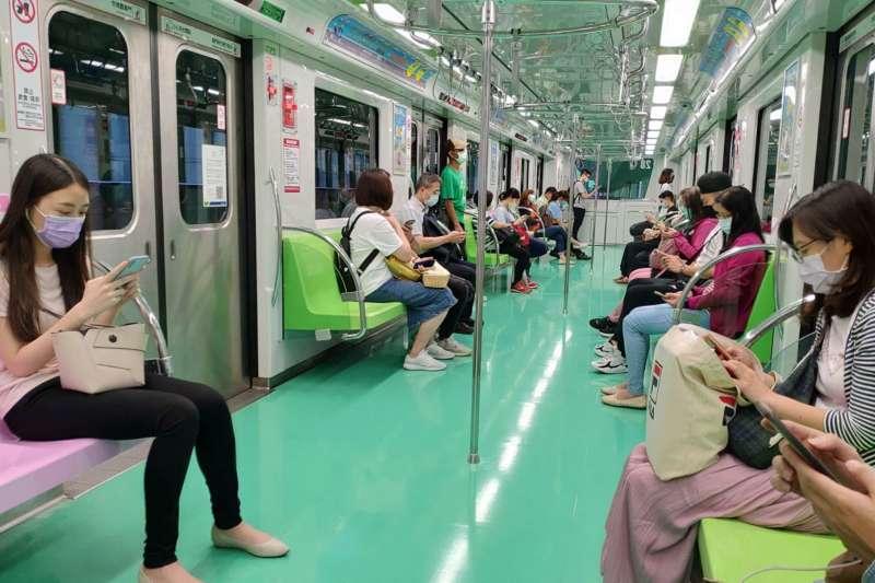 因為疫情逐步解封,台中捷運綠線運量漸漸回升。(圖/台中市政府)