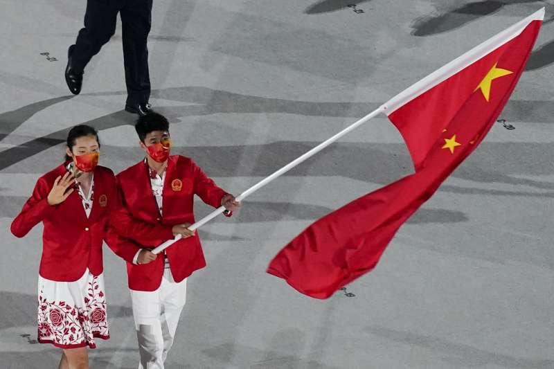 東京奧運23日晚間正式開幕,中國轉播平台騰訊在中華台北隊進場時,突將畫面切至脫口秀節目長達20分鐘,使得觀眾錯過第108隊入場的中國代表隊(見圖)。(資料照,美聯社)