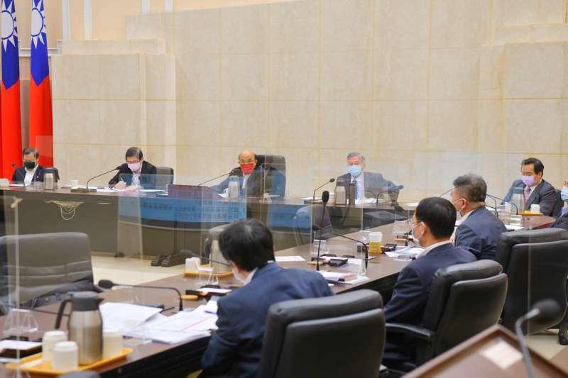 20210723-行政院長蘇貞昌23日召開政院擴大防疫會議,宣布國內將降至二級警戒。(行政院提供)