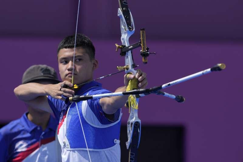 2021年7月24日,東京奧運,台灣代表隊射箭選手湯智鈞出賽。(資料照,美聯社)