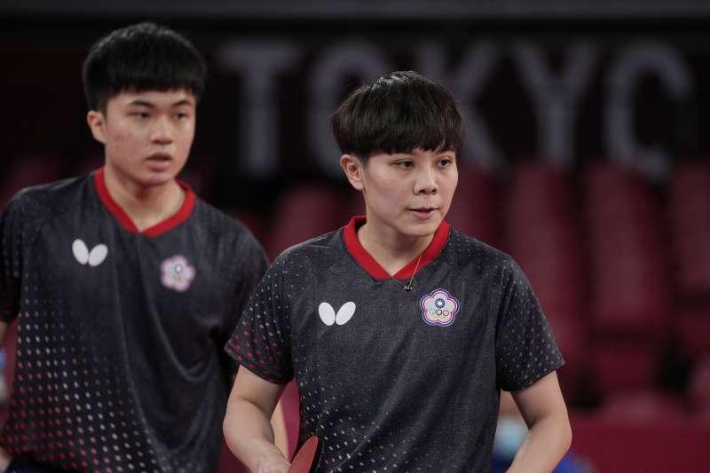 2021年7月24日,東京奧運,台灣代表隊桌球男女混雙選手林昀儒(左)、鄭怡靜擊敗印度對手(AP)