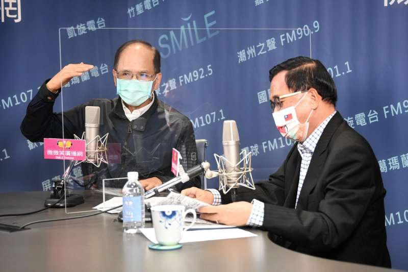 立法院長游錫堃(圖左)接受前總統陳水扁(圖右)廣播節目訪問。(資料照,立法院提供)