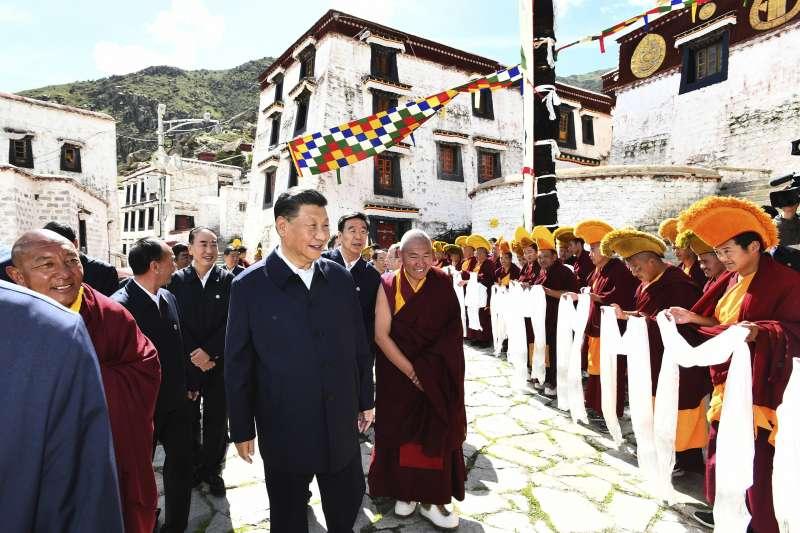 2021年7月22日,中國國家主席習近平造訪西藏拉薩哲蚌寺(AP)