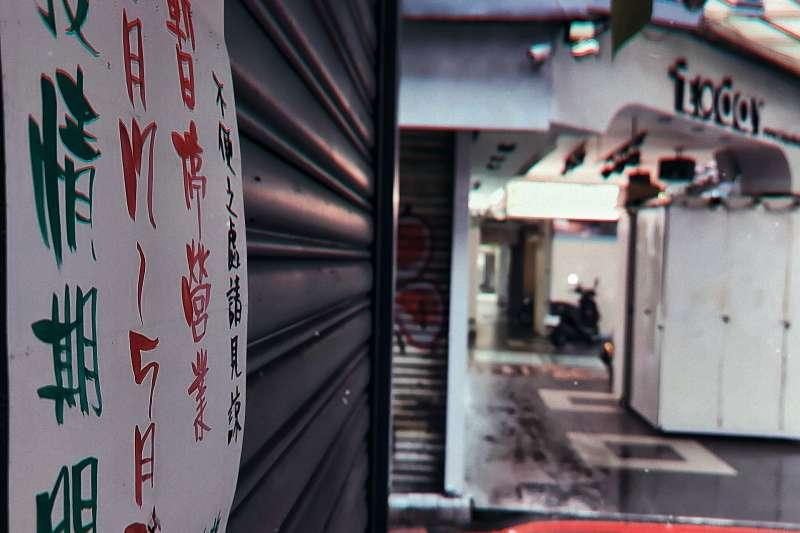 全台進入三級警戒期間,台北街頭陷入一片死寂。(圖/徐珍翔攝)