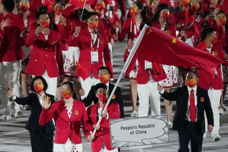 中國隊出席日本東京奧運開幕式,對許多中國人而言,奧運已非單純的運動競賽。(資料照,美聯社)