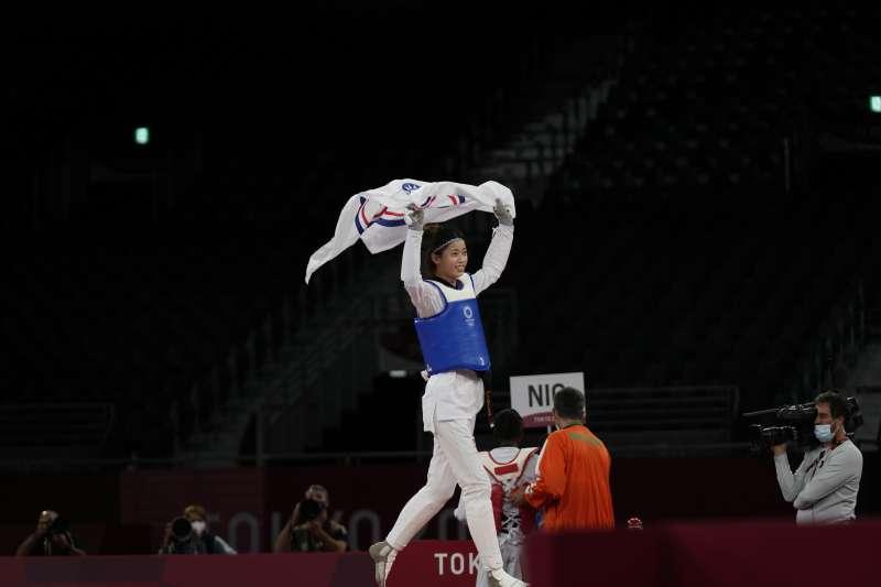 2021年7月25日,東京奧運,台灣代表隊跆拳道選手羅嘉翎拿下女子57公斤級銅牌(AP)